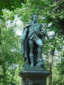 800px-Glover-statue Boston