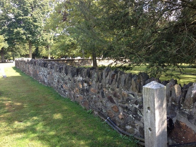 The cemetery wall where the Virginians made their stand (Wikipedia-Staury01)